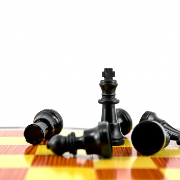 strategy-competition-pieces-chessboard-checkmate_1172-425